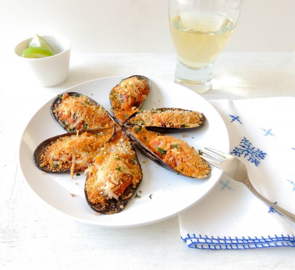 Moules gratinées - mussels au gratin  - The Petit Gourmet