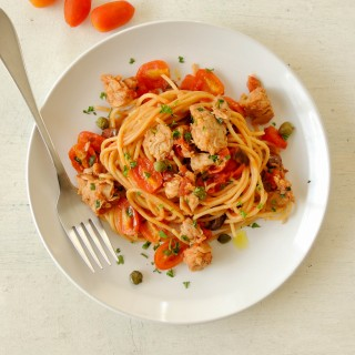 Tomatoes and tuna pasta sauce