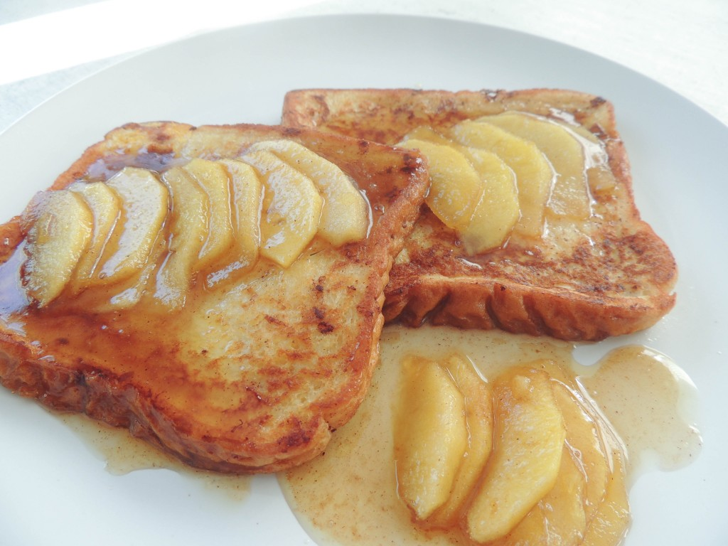 Apple cinnamon french toast - The Petit Gourmet
