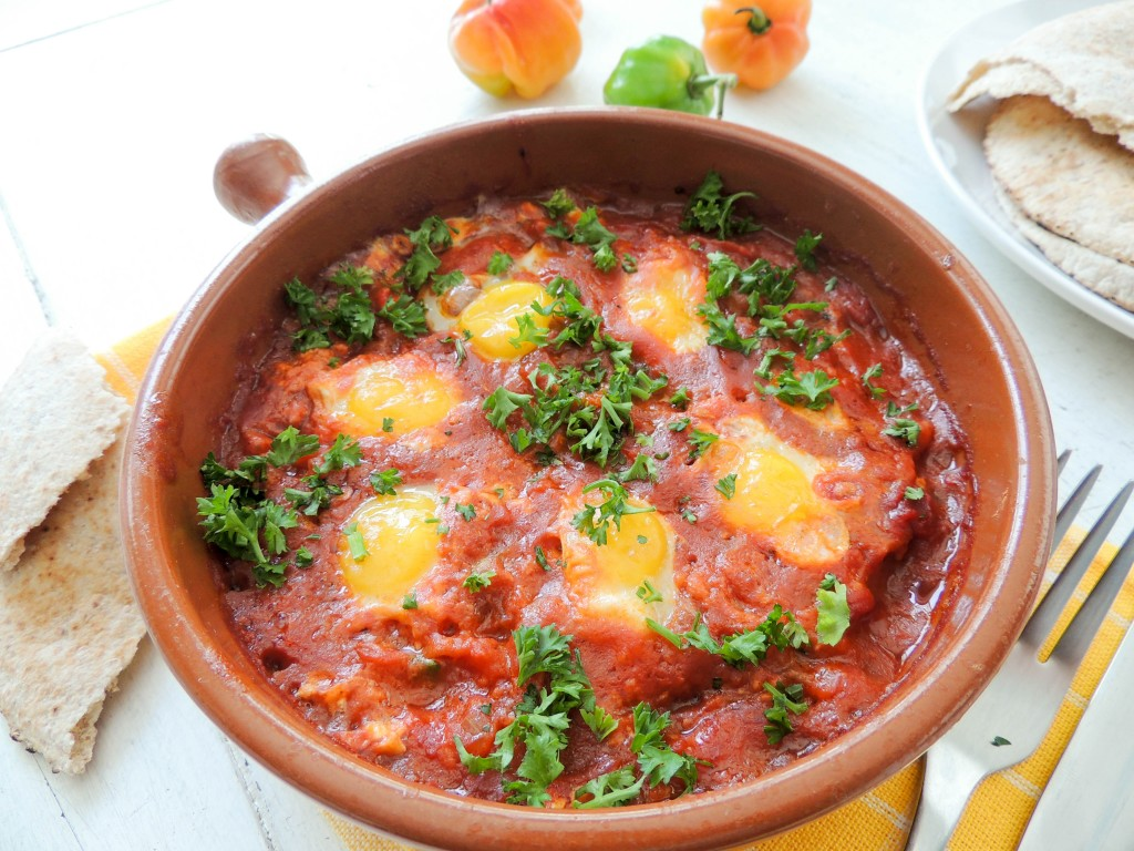 Poached quail eggs in tomatoes sauce - The Petit Gourmet
