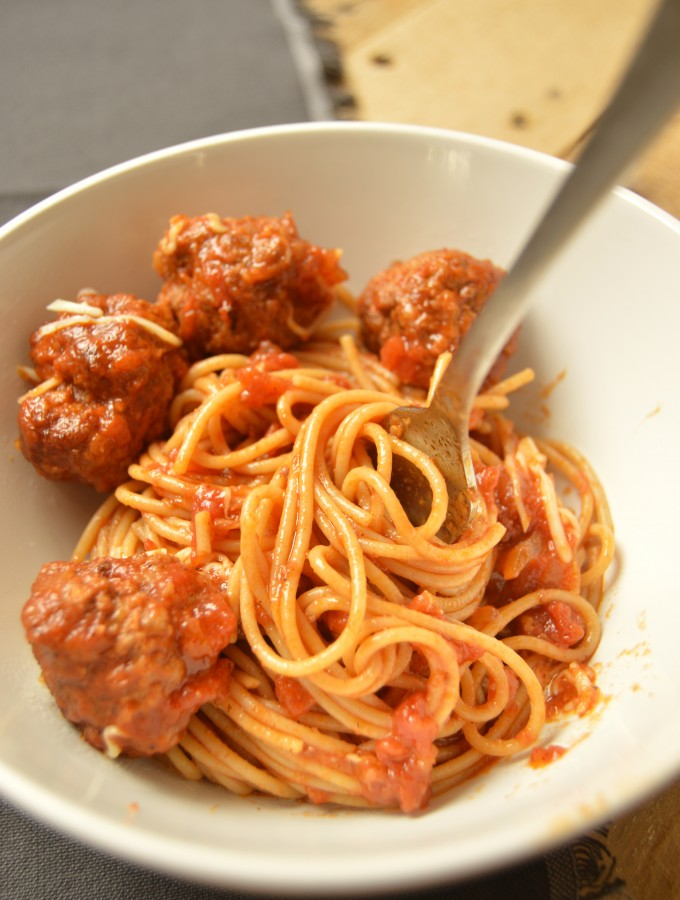 Meatballs in tomatoes sauce